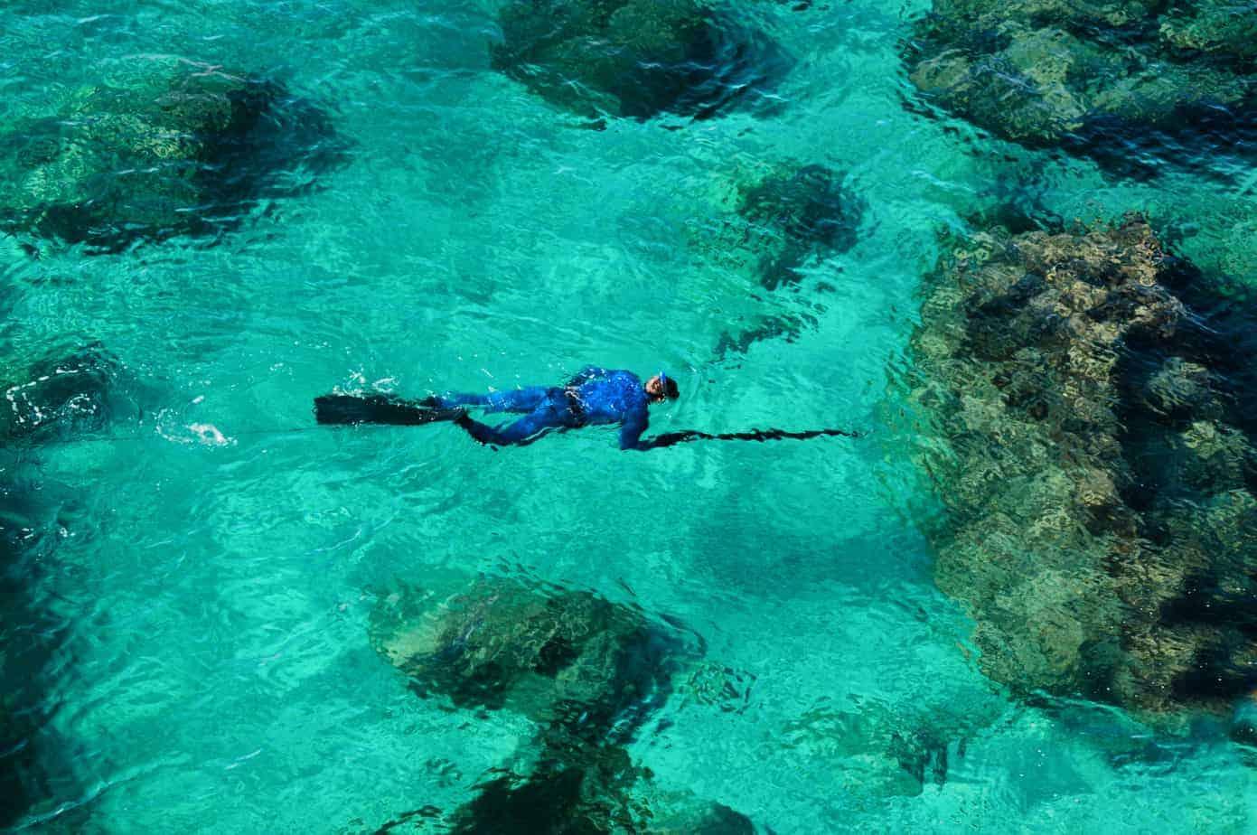 man underwater spearfishing