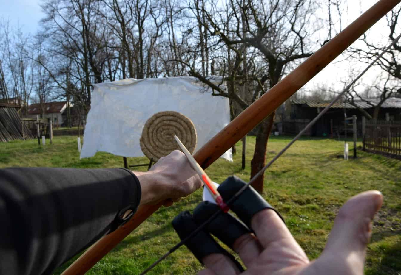 how to aim in archery